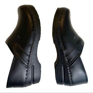Sanita 38 7-7.5 classic matte black clogs comfort